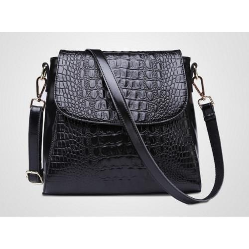Черная женская сумка на длинном ремне носится на плече или через плечо  3100р.